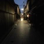 【祇園の夜は、深く、長く・・】